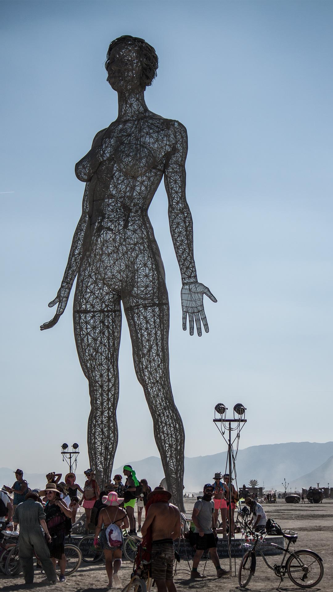 Unglaubliche Kunstwerke: diese Frau atmet