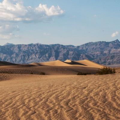Sanddüne vor Fels-Ozean