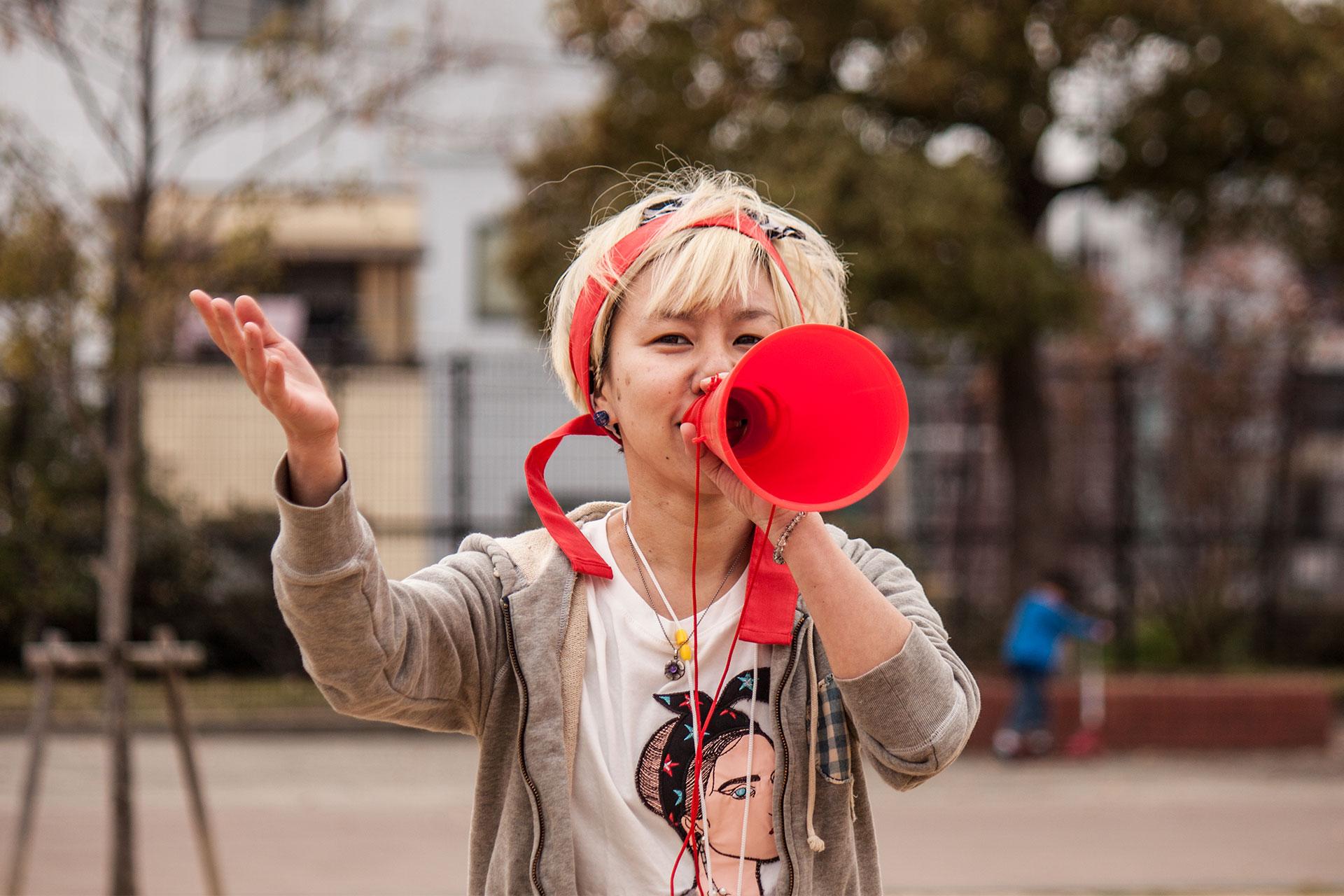 Mayumi eröffnet die Jubiläumsfeier