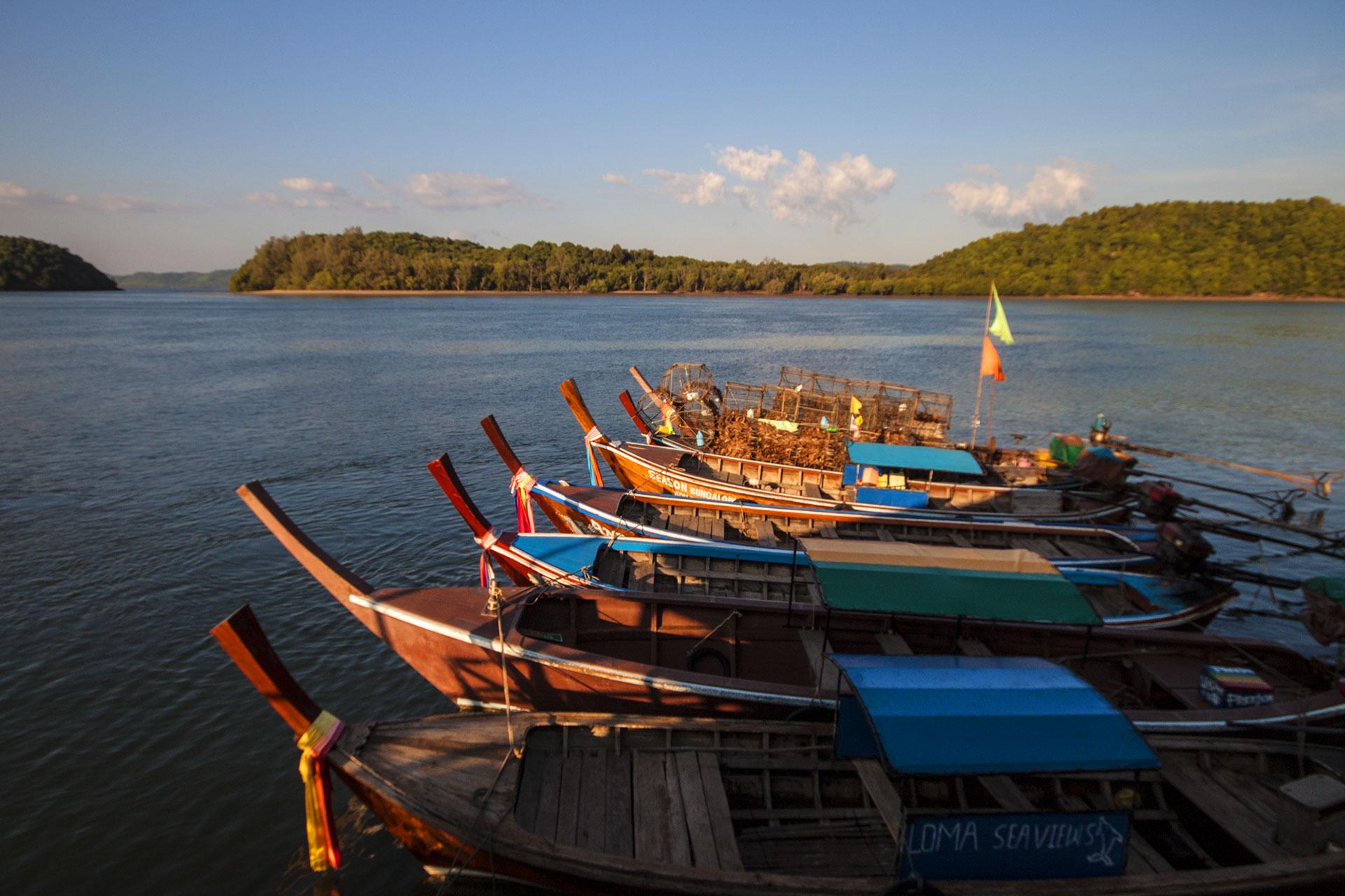 Hafenszenerie mit Booten.