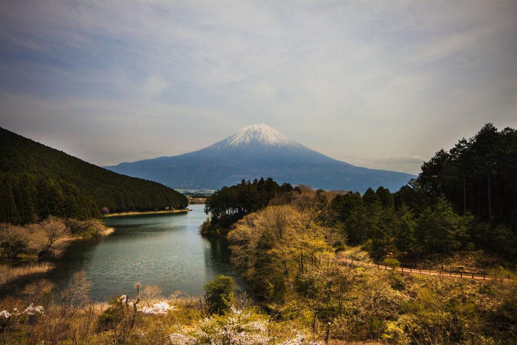 Fuji_over_see