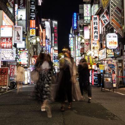 Bääähm. Shinjuku. Für ausreichend Straßenbeleuchtung ist auf jeden Fall gesorgt.