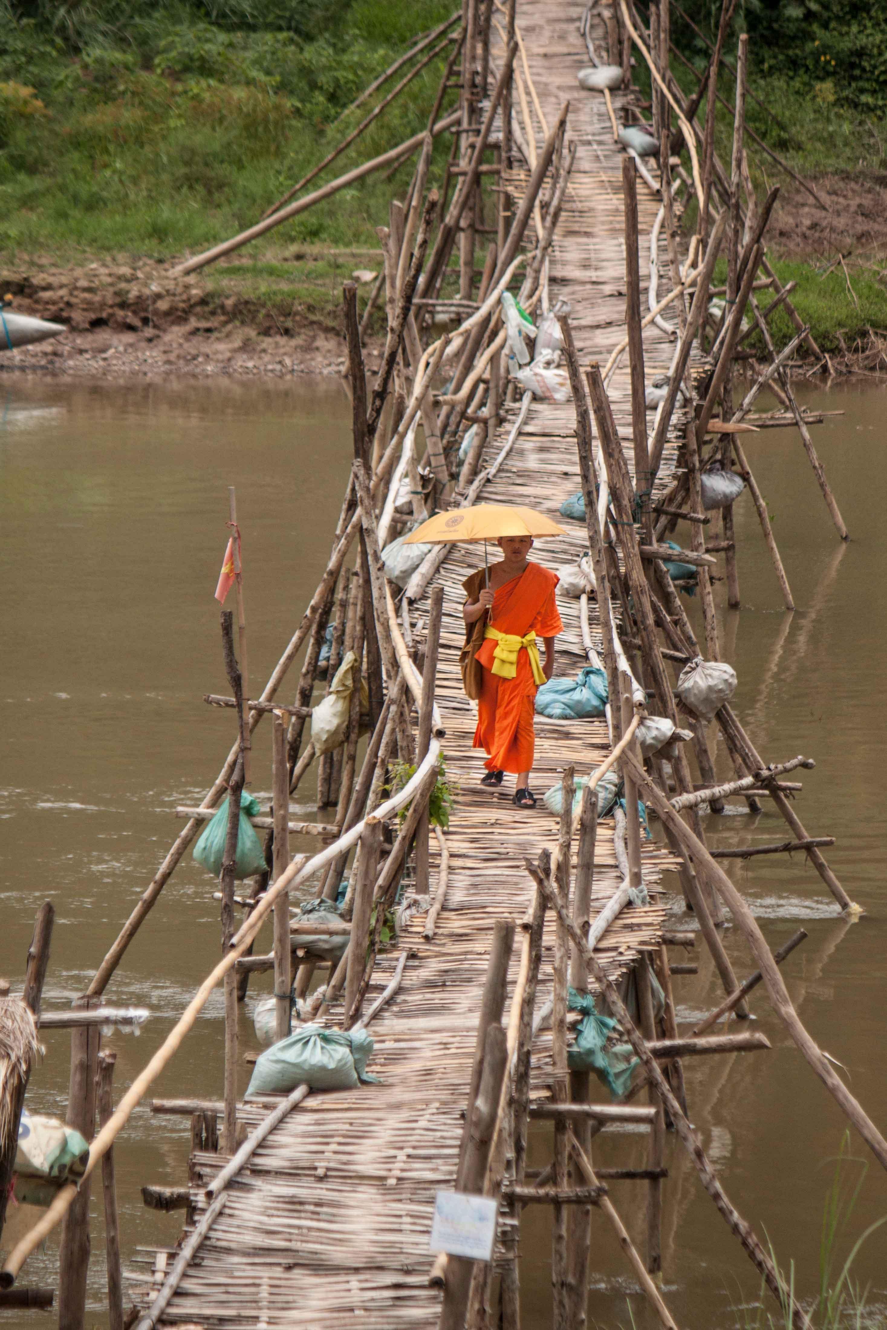 Die Bambusbrücken um Luang Prabang herum werden jedes Jahr vor der Regenzeit abgerissen bevor der Mekong ansteigt und dann wieder aufgebaut